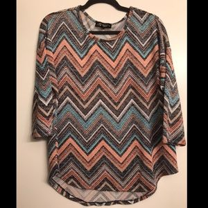 🎉3/$25 Absolutely Famous Chevron Pattered Top XL